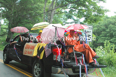 If you can't beat 'em join' em. This float was well prepared for the rain at the Round Pond Parade. (Eleanor Cade Busby photo)