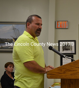 Wiscasset Transfer Station Supervisor Ron Lear offers suggestions of alternative bottle bin locations. (Kathy Onorato photo)