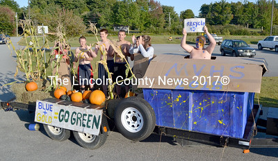 The freshmen's float earned a second place finish in the Homecoming parade, earning their class $50 from the MVHS All-Sports Boosters. (D. Lobkowicz photo)