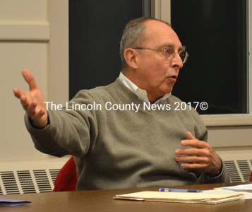 John Briggs, a Bremen Fire Department lieutenant and member of the town's budget committee, gives a presentation on the proposed budget Jan. 21. (D. Lobkowicz photo)