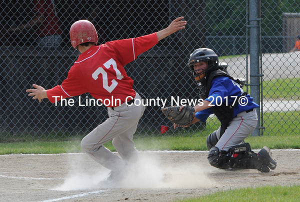 Gus Hunt stops Camden's Connor O'Farrell in his tracks and forces a run down before   Matt Leeman tagged him out. (Paula Roberts photo)
