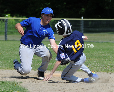 Jason Greenleaf tags out Medomak's Brady Simmons trying to steal second. (Paula Roberts photo)