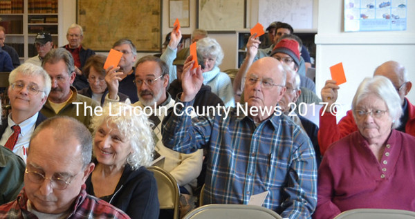 Bremen residents vote in favor of funding the operating accounts article in the municipal budget. (D. Lobkowicz photo)