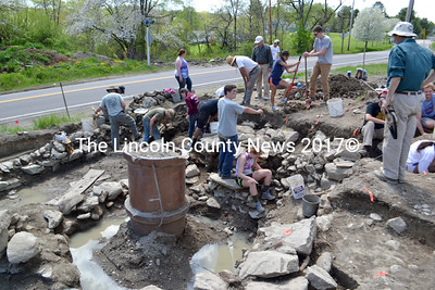 Maine Historic Preservation Commission staff members, students, and volunteers work on excavating the site of Fort Richmond in May 2013. (D. Lobkowicz photo, LCN file)