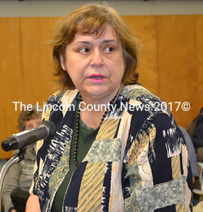 Newcastle Administrator Lynn Maloney opened the floor to Sheepscot Village residents calling for the lifting of the weight restriction on Wiscasset's Federal Street at the Wiscasset Selectmen's meeting Tuesday, May 5. (Abigail Adams photo)