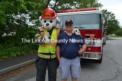 Sparky and Waldoboro Deputy Fire Chief Dale Smith give a thumbs-up before the Waldoboro Day parade. (Remy Segovia photo)