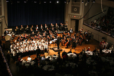 The Plymouth Philharmonic along with the Federal Federal Furnace School Treble Choir, and tenor Mathew Anderson, brought holiday spirit to a sold out Memorial Hall last Saturday night and Sunday afternoon.