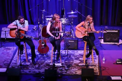 Singer-songwriter Circle