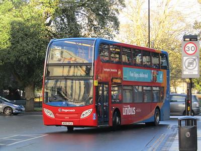 Stagecoach Midlands 10040 KX12GXJ Parade, Royal Leamington Spa on U1 (1)