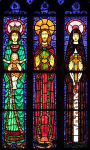 Etrapagny, Saint-Gervais-Saint-Protais - World War II Commemoration Window - Virgin and Child, Christ and Saint-Theresa of Lisieux