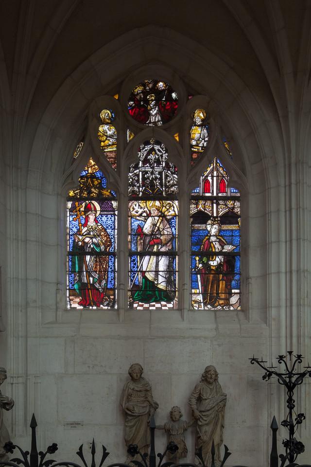 Saint-Nicolas-du-Port - Bishop with Saints Catherine and Borromée