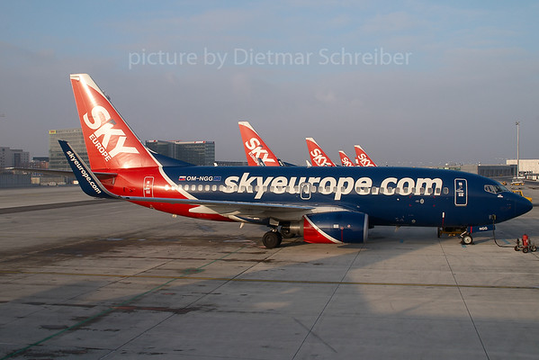 2007-12-25 OM-NGG Boeing 737-700 Skyeurope