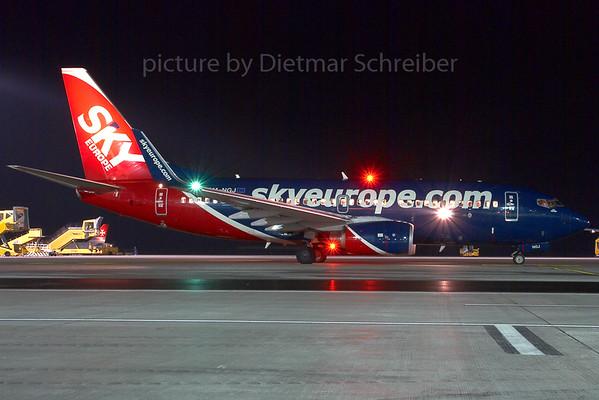2007-12-02 OM-NGJ Boeing 737-700 Skyeurope
