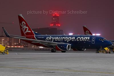 2007-12-26 OM-NGK Boeing 737-700 Skyeurope