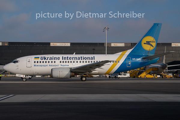 2008-12-31 UR-GAU Boeing 737-500 Ukraine International