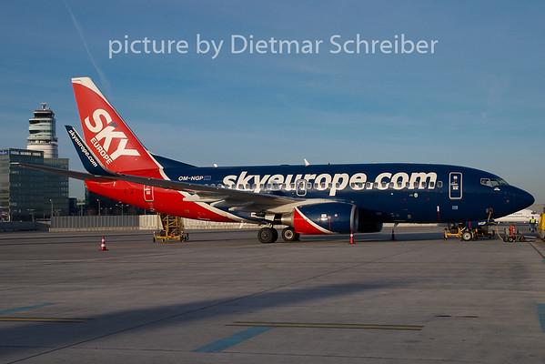 2008-12-09 OM-NGP Boeing 737-700 Skyeurope