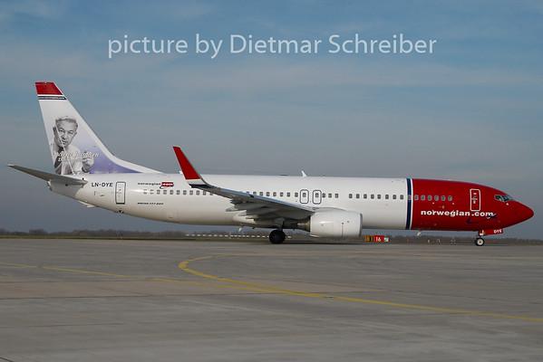 2010-11-01 LN-DYE Boeing 737-800 Norwegian