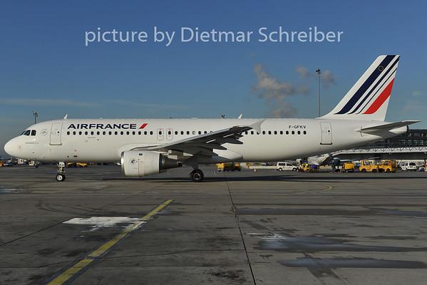 2011-12-13 F-GFKV Airbus A320 AIr France