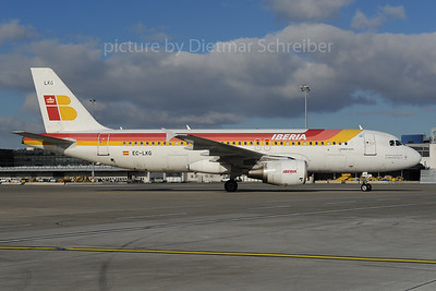 2013-12-02 EC-LKG Airbus A320 Iberia