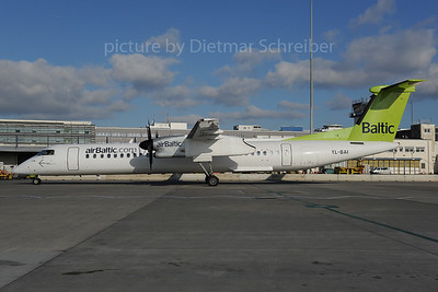 2013-12-02 YL-BAI Dash 8-400 Air Baltic