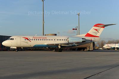 2013-12-02 OE-LFG Fokker 70 Austrian Airlines