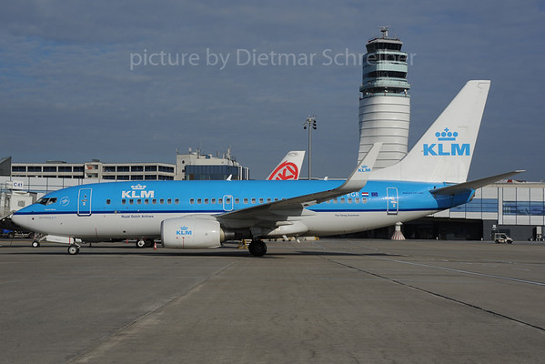 2013-11-12 PH-BGR Boeing 737-700 KLM
