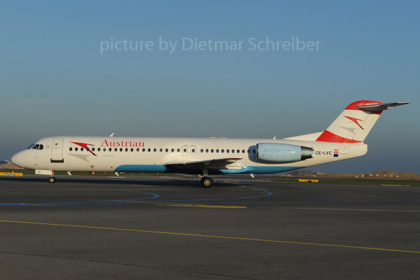 2013-11-08 OE-LVC Fokker 100 Austrian Airlines