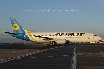 2013-12-02 UR-GAX Boeing 737-400 Ukraine International