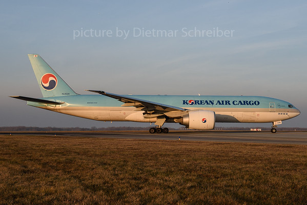 2016-12-16 HL8226 Boeing 777-200 Korean Air