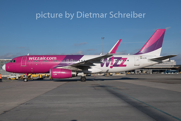 2018-12-26 HA-LYC Airbus A319 Wizzair