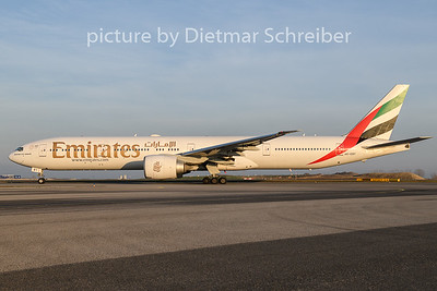 2019-12-04 A6-EBY Boeing 777-300 Emirates