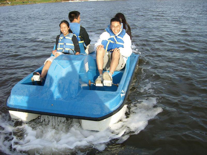 Jenny Alyono, Michael Lin, Ben Poon, & Jenn Kim's boat catches up