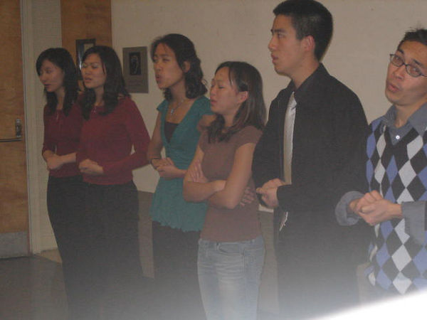 2005 12 04 Sun - FCS & Tmony singing in hallway 8