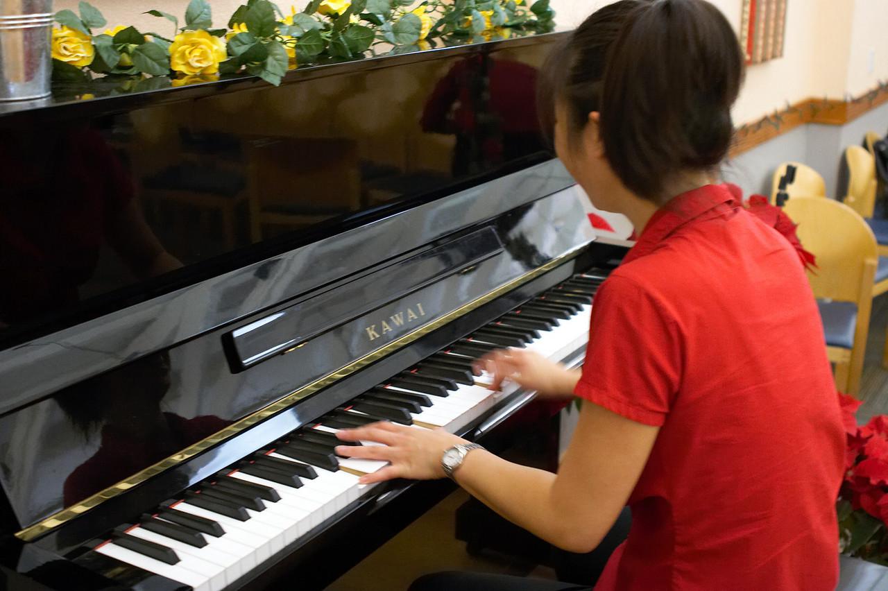 2005 12 10 Sat - Herr Direktor Jenny Alyono warming us up