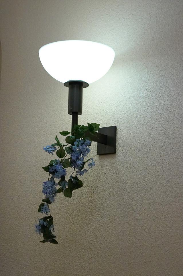 2005 12 10 Sat - Lamp decor