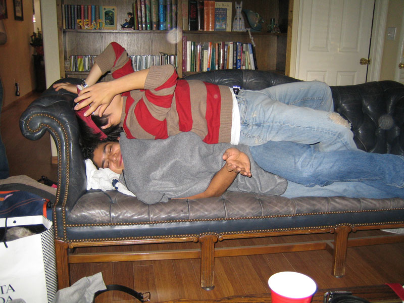 James Lee's pics - Hyungsoo Kim agonizes on his Pablo Pozo bed