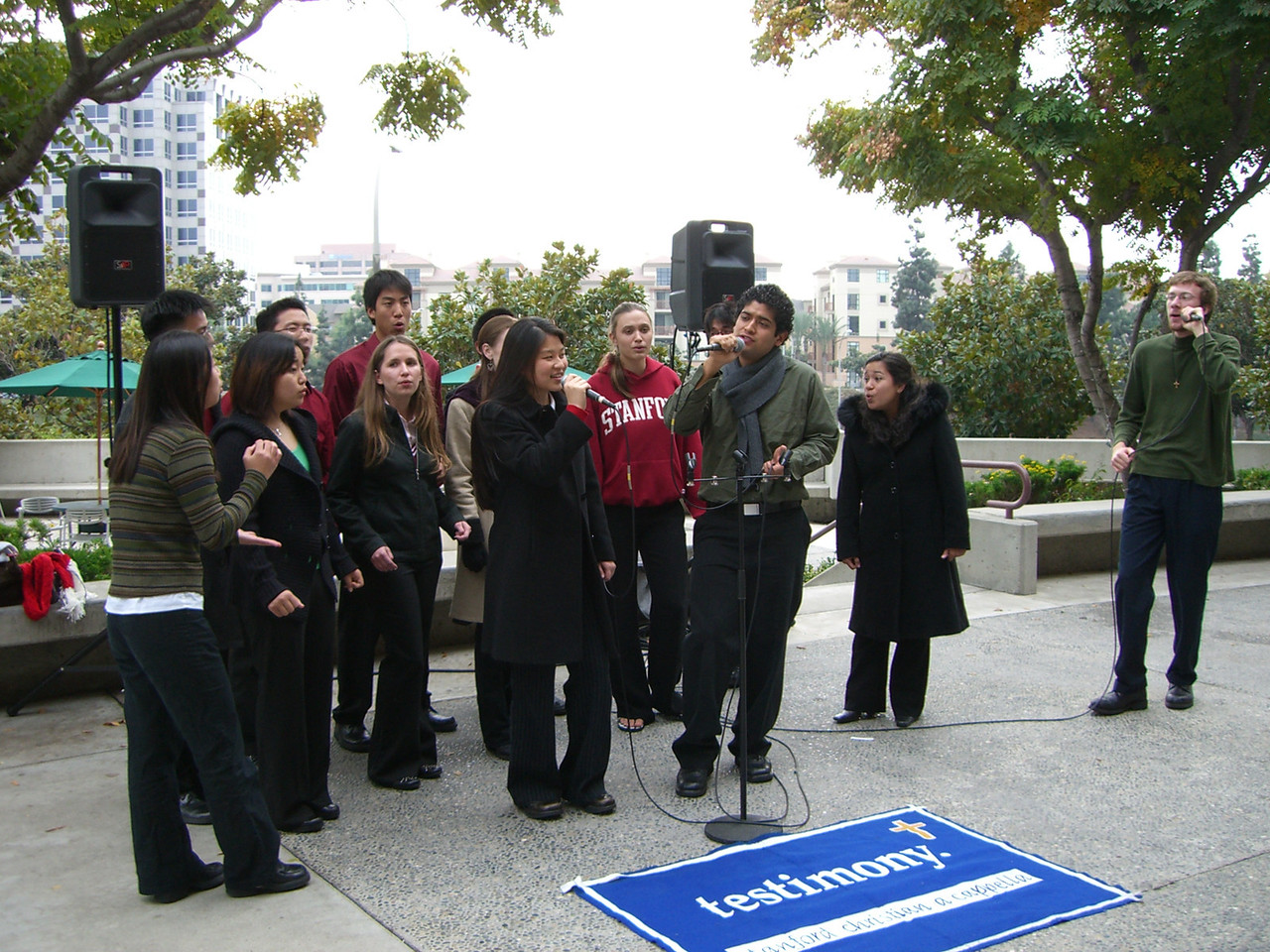 2005 12 18 Sun - Lake Ave Church - Jenn Kim & Pablo Josue Pozo on Less Is More & Rob Majors in no-man's land