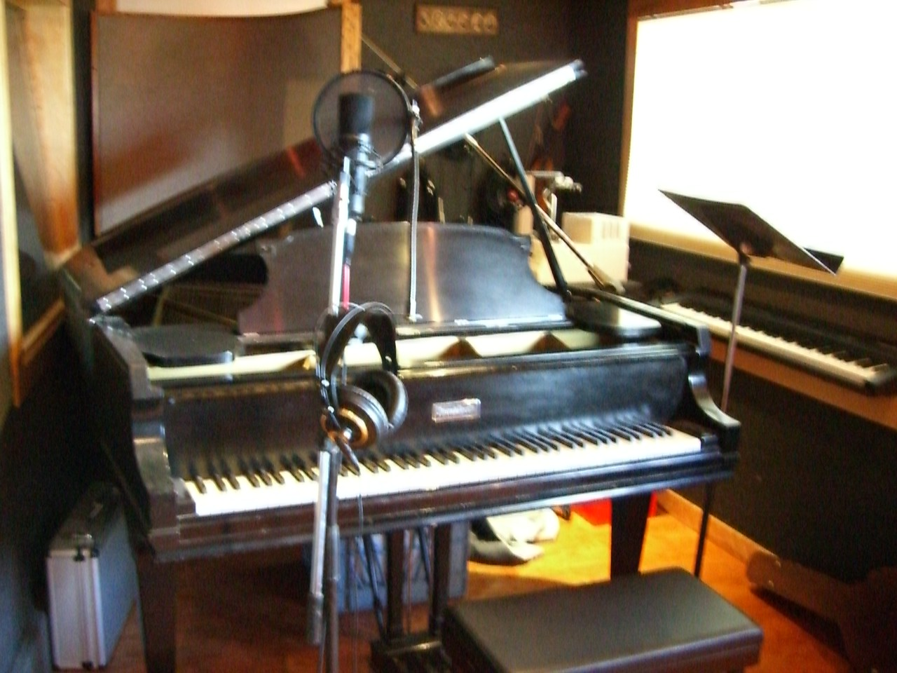 2006 03 01 Wed - At Bill Hare's studio - Piano & mic