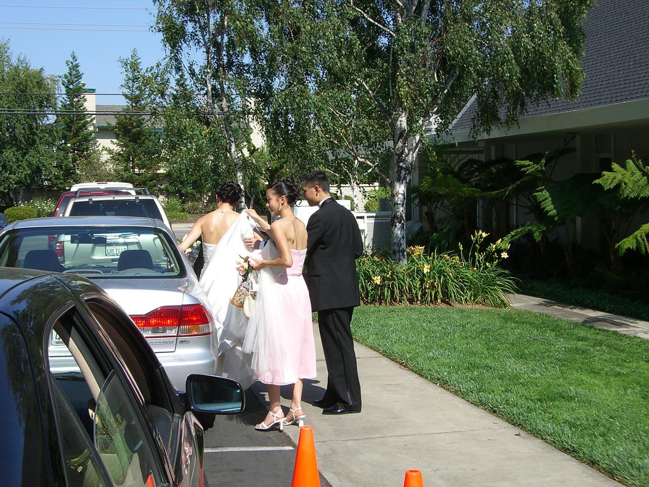 2006 06 24 Sat - Ben Poon & Bridesmaid helping JoEllen Poon into car