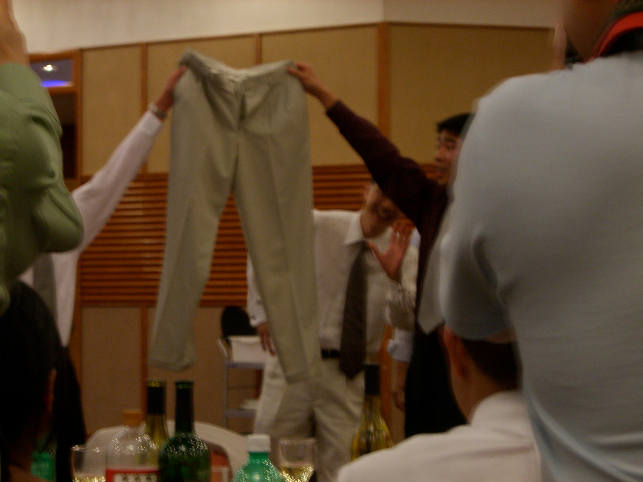 2006 06 23 Fri - Rehearsal Dinner - Poon about to walk under Reuben's pants