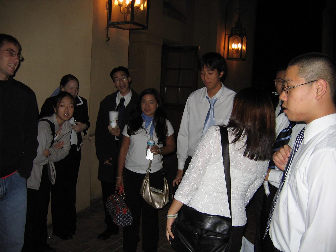 2005 10 22 Sat - Group pic outside Mem Aud 1