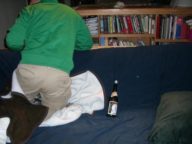 2006 03 24 Fri - Jenny Alyono & Pablo Pozo's pity visit - Pablo's butt & Sake