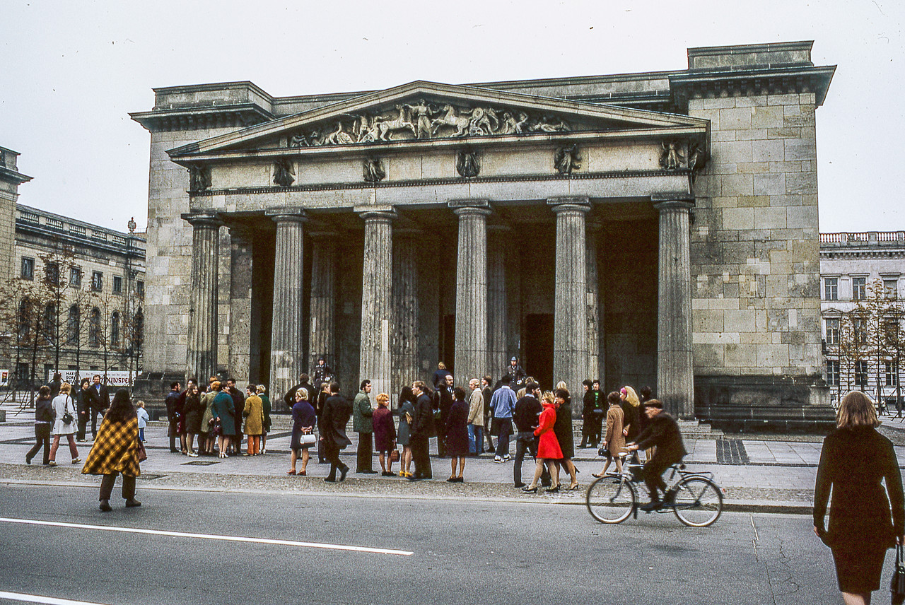 Stanford Group at Neue Wache