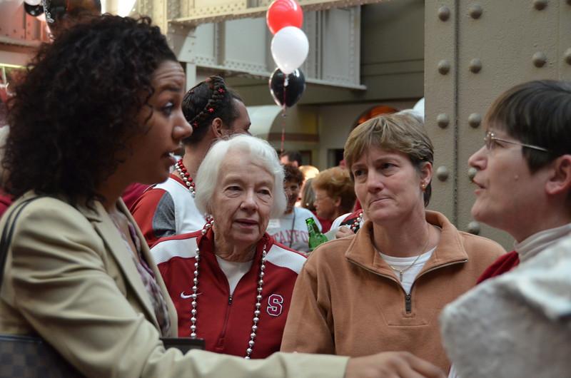 Ros meets Bea Gorton, Mom and Heidi look on