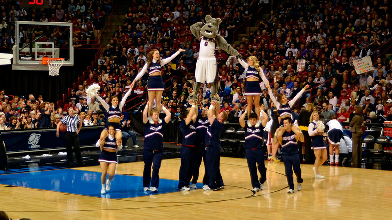 Gonzaga yell team builds an impressive pyramid with their mascot.