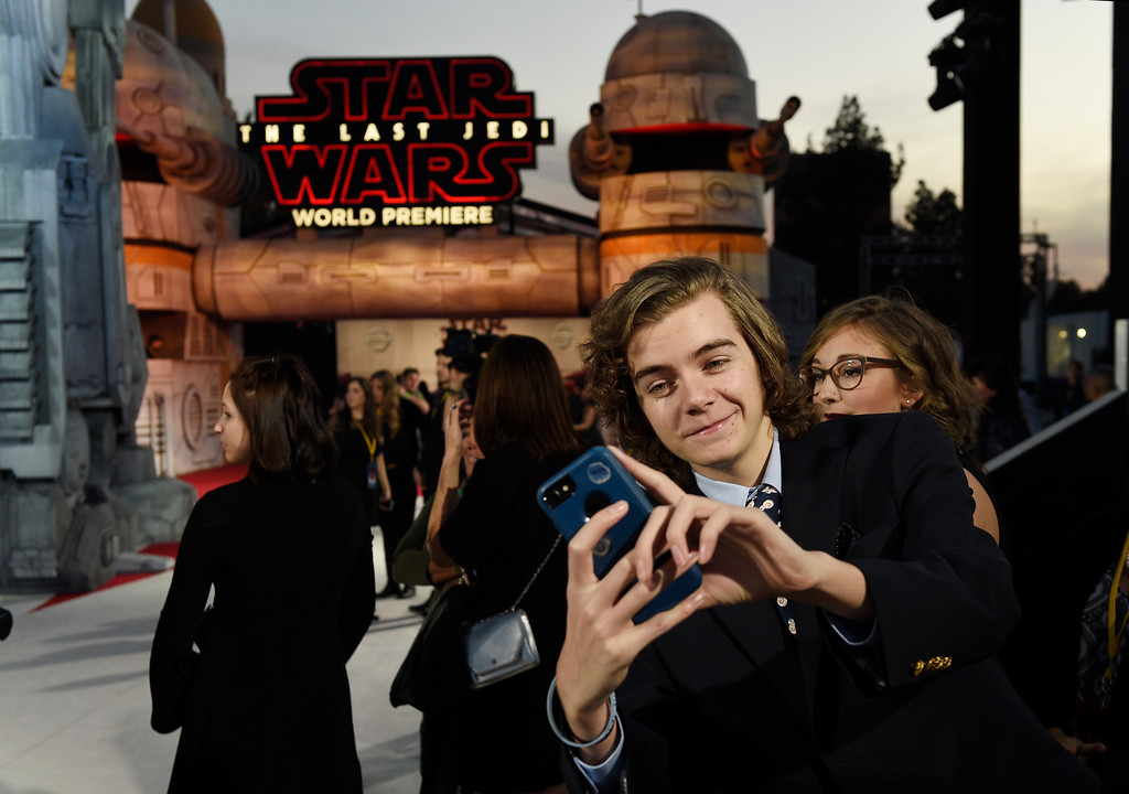 """. In this Dec. 9, 2017 photo, Tyler Woodward, 17, of Reynoldsburg, Ohio, takes a selfie from his spot on the carpet at the premiere of the film \""""Star Wars: The Last Jedi\"""" at the Shrine Auditorium in Los Angeles. Woodward was one of seven teens with life-threatening medical conditions who were among the special guests at the premiere as part of the Make-A-Wish Foundation. (Photo by Chris Pizzello/Invision/AP)"""
