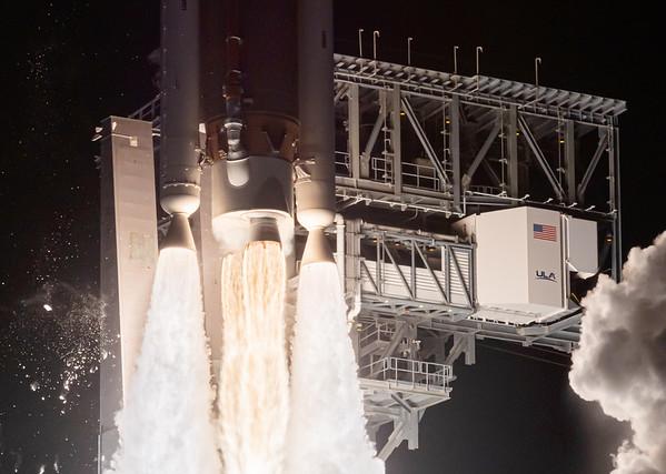 Atlas V launches the Orbital Flight Test