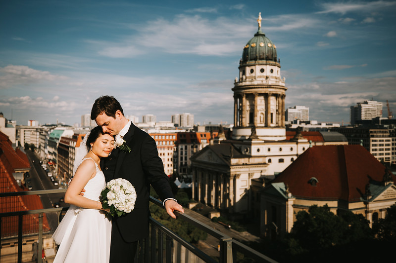 Berlin downtown wedding / Gendarmenmarkt & Regent Hotel