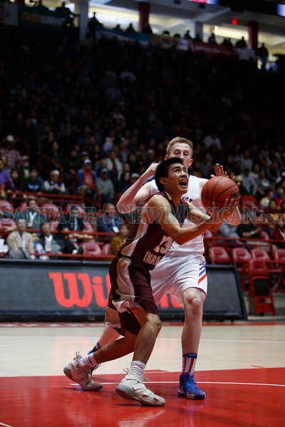 Then first quarter of the Santa Fe Indian School vs Hot Springs High School state final game at The Pit on Saturday, March 16, 2019. Luis Sánchez Saturno/The New Mexican
