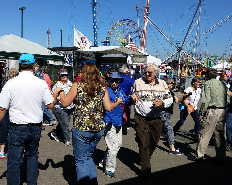 """Gene & Tanya Currier (facing), current presidents (WA State Federation of Square Dance Clubs), hot-footin' it in the """"Gulch"""" Mob."""